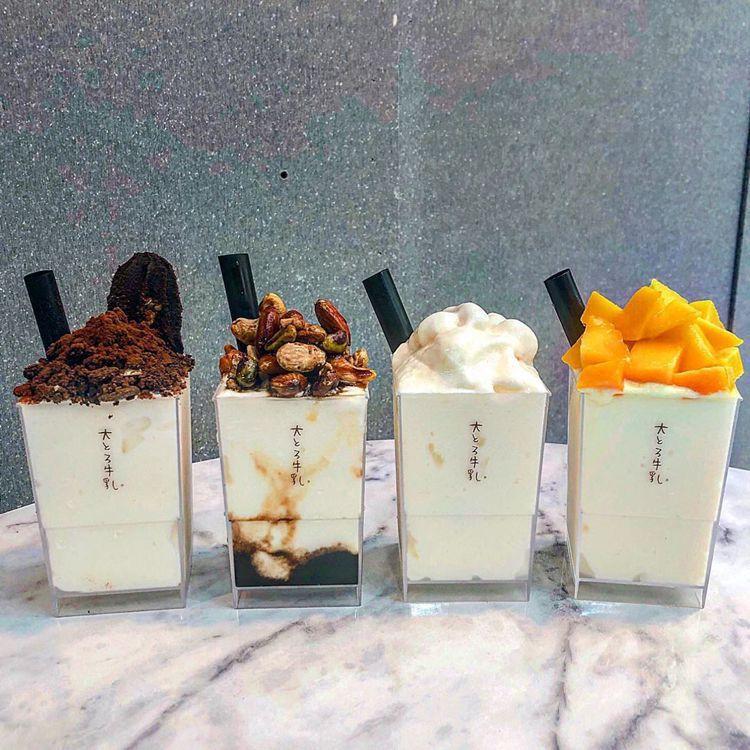 左起巧克力酥脆牛奶冰$130.黑糖果仁牛奶冰$150.經典原味牛奶冰$110.季...