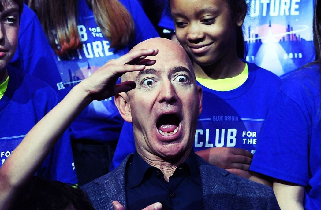 「快跟著我重返月球!」電商巨怪亞馬遜的老闆、世界首富貝佐斯(Jeff Bezos...