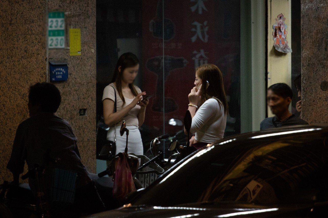 台北市萬華區部分區域常有私娼、站壁女子出現。(圖非當事人)圖/報系資料照片