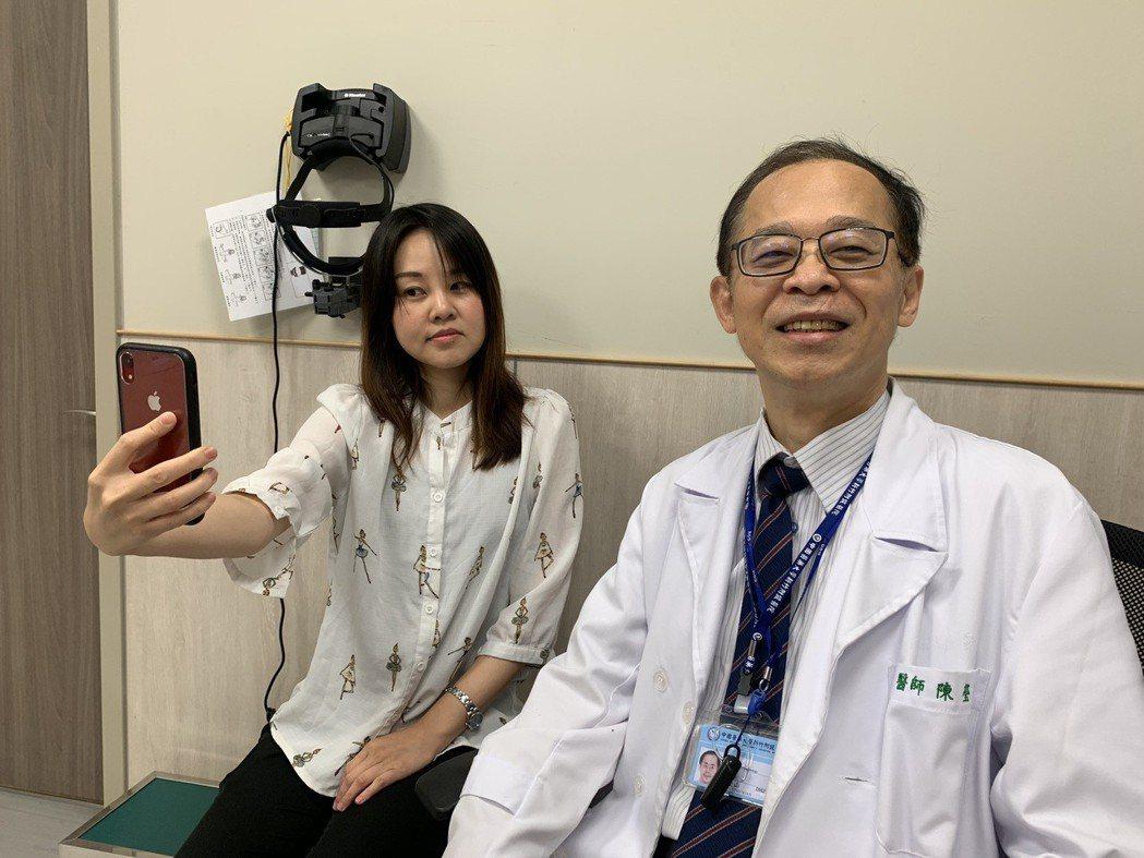 中國醫藥大學新竹附設醫院眼科主任陳瑩山〈右〉表示,長時間緊盯3C產品,是近年來使...
