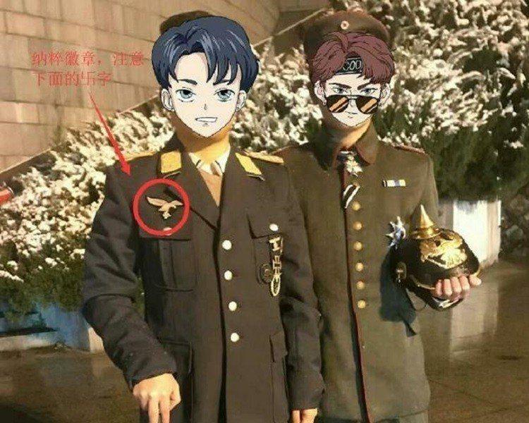 兩陸男穿仿納粹軍服在烈士陵園拍照,被判登報道歉。取自星島日報