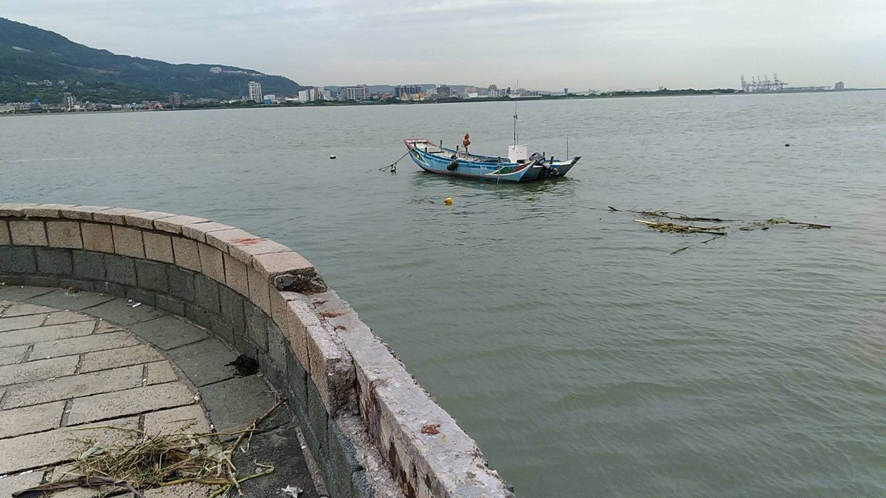 祖孫2人落水的淡水河岸。記者巫鴻瑋/攝影