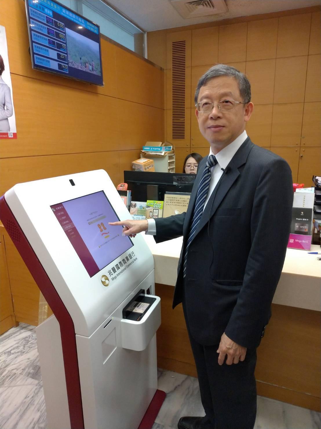 從華南銀行曝光的薪資狀況來看,金融業主管平均年薪250萬元起跳,果真是金飯碗。圖...