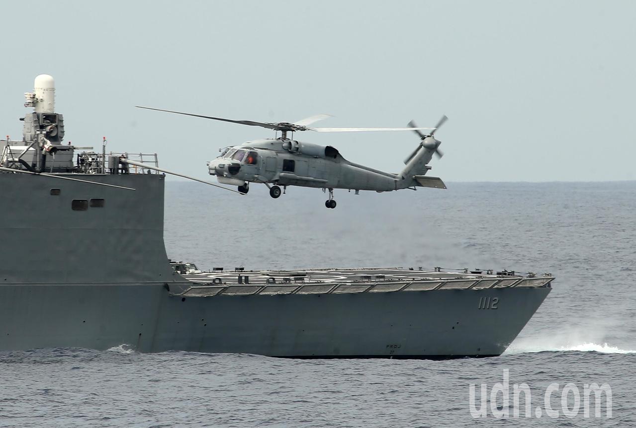 S-70C反潛直昇機起飛。記者林澔一/攝影