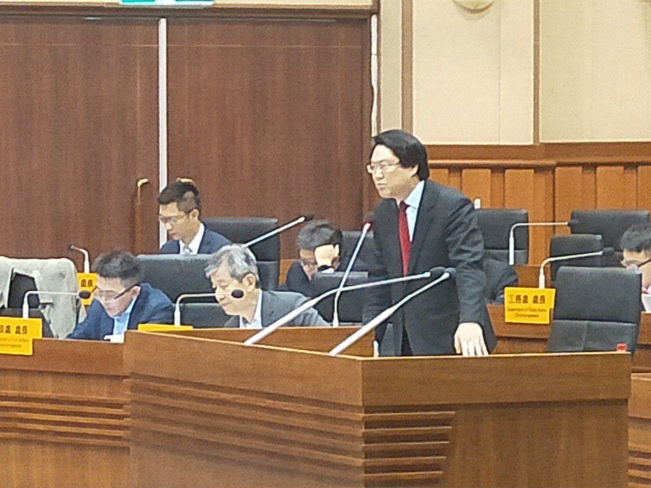 議員質詢要林右昌學韓國瑜拚經濟,林右昌反酸:我不會吹噓。記者游明煌/攝影