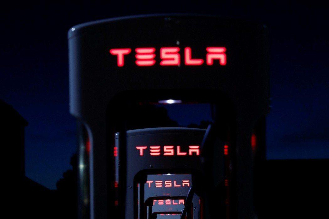 特斯拉21日調降Model S和Model X的價格。 路透