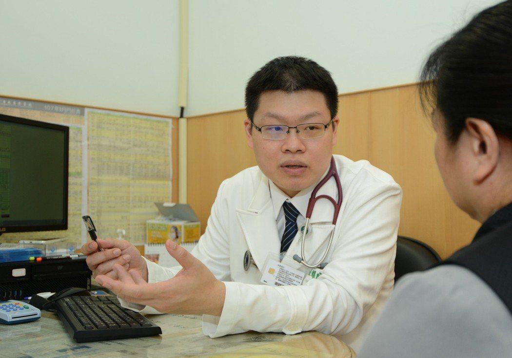 台北慈濟醫院心臟內科醫師張耀庭說,心室頻脈症狀常被忽略,一旦有不明原因的心悸、心...