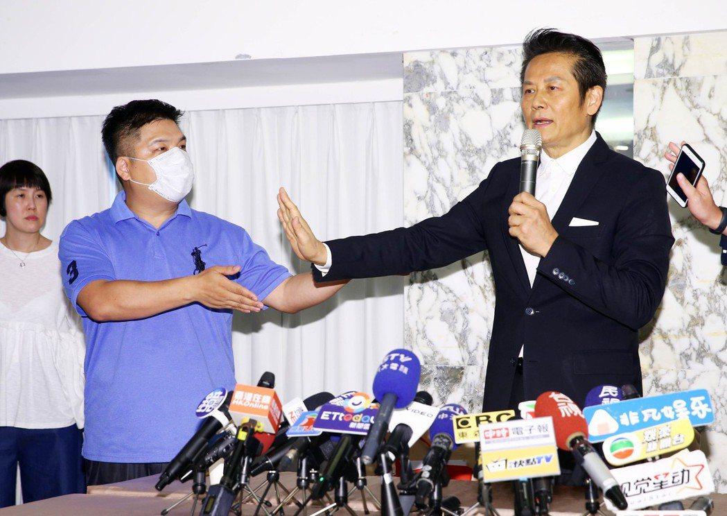 蔡男後來趕至現場,也要求說話,但徐覺得雙方沒有共識,要他離開去別的地方跟記者說明...