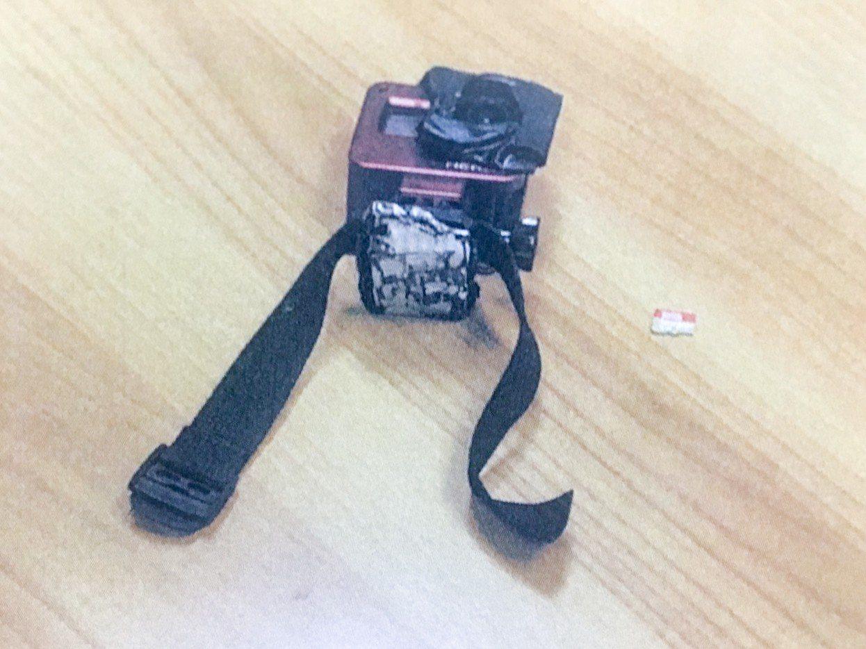 自行車維修技師張姓男子,昨天下午將迷你微型DV攝影機綁在腳踝,偷拍北市某護校女學...