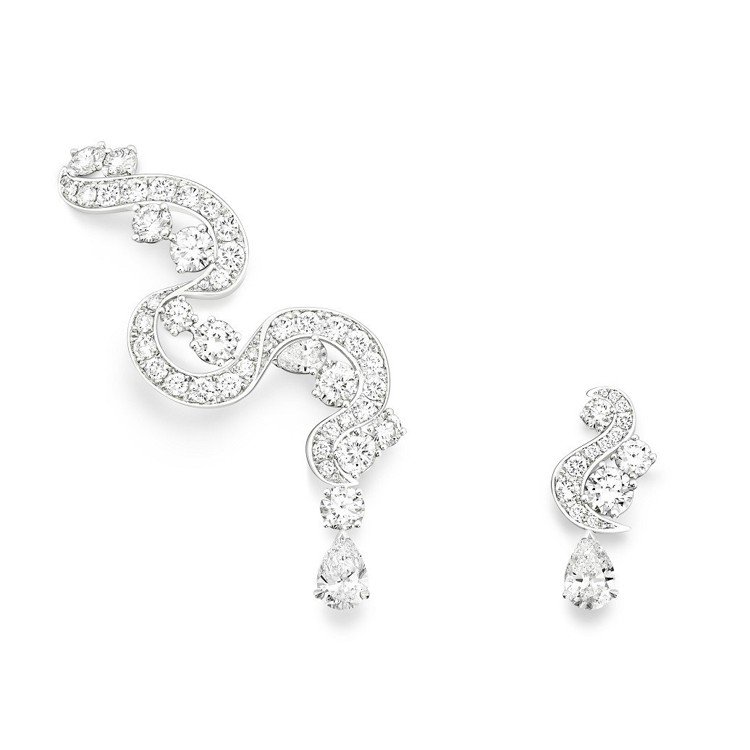 胡歌當作胸針配戴的伯爵Dancing Waters鑽石耳環,222萬元。圖/伯爵...