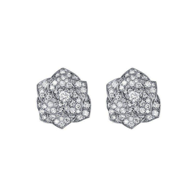 胡歌當作胸針配戴的伯爵Rose Collection鑽石耳環,58萬5,000元...
