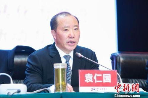 袁仁國在去年5月卸下貴州茅台董事長職務,如今確定遭雙開。中新社資料照