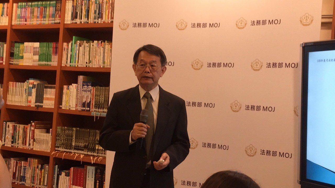 港女在台遇害一命兩屍案,香港據此修改逃犯條例引發疑慮。法務部國際及兩岸法律司表示...