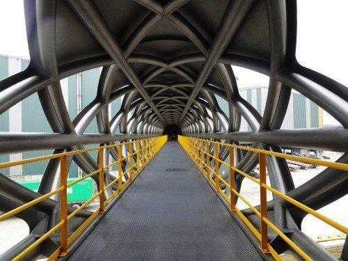 桃園觀音「東和鋼鐵行政中心空橋」入選世界最棒5座橋之一。圖/取自臉書專頁張哲夫建...