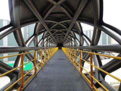 桃園觀音「東和鋼鐵行政中心空橋」入選世界最棒5座橋之一。圖/取自臉書專頁張哲夫建築師事務所