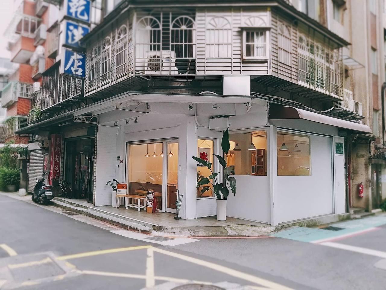 「小丘chiu」位於市區巷弄轉角。圖/小丘chiu 提供