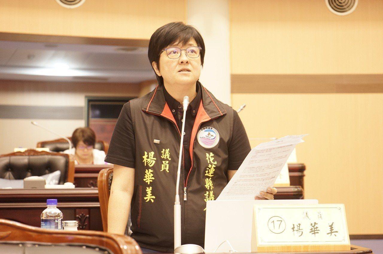 花蓮縣議員楊華美今天質詢時,要求縣府保障代理教師權益,才能保障學生受教品質。