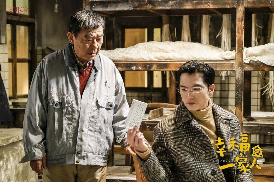 邱澤(右)與李立群在「幸福一家人」中演父子。圖/八大提供