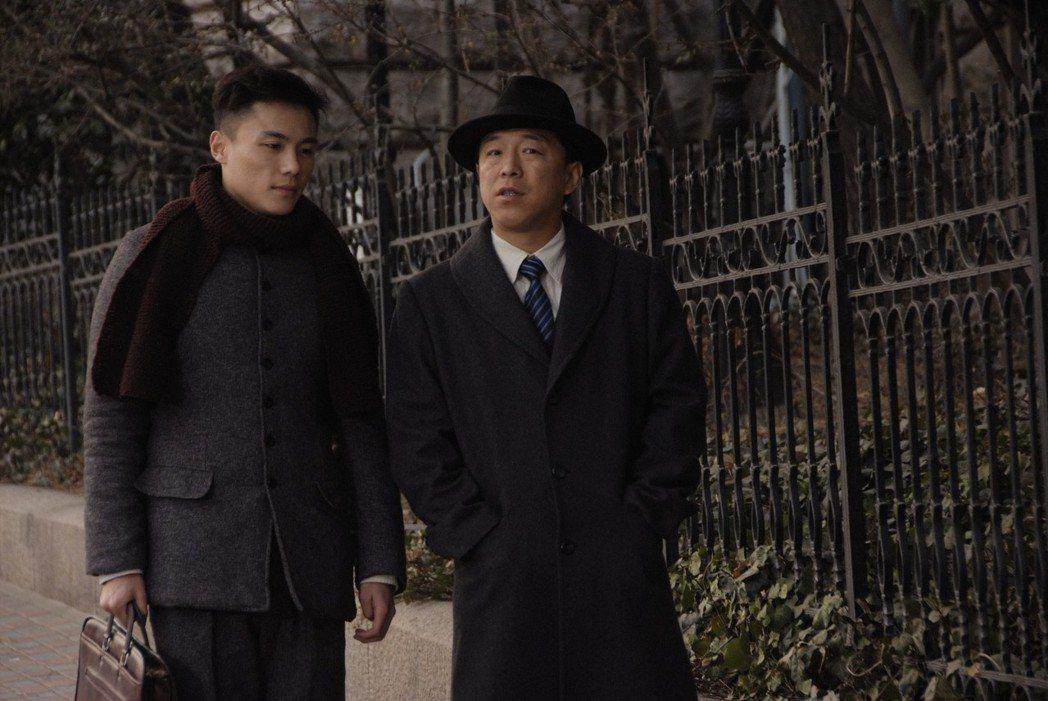 黃渤(右)主演的「青島往事 笨小子成功記」開出紅盤。圖/年代MUCH台提供