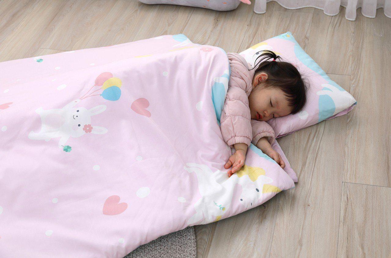 全家福旗下寢飾品牌La mode,今年將搶攻幼童市場,推出幼兒園可用的幼童睡袋。...