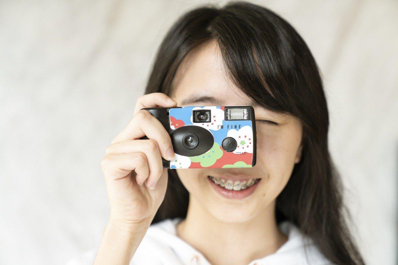 eslite X SOU‧SOU獨家聯名即可拍相機,800元。圖/誠品提供