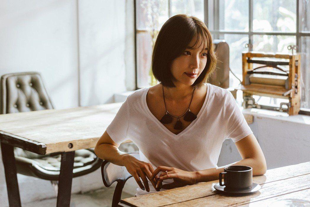 蔡淑臻飾演豪門人妻。圖/公視提供