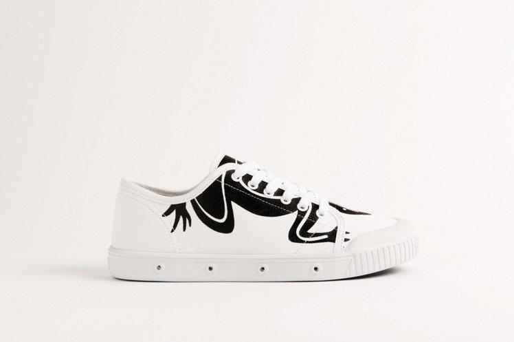 agnès b. x Spring Court聯名網球小白鞋,5,080元。圖/...