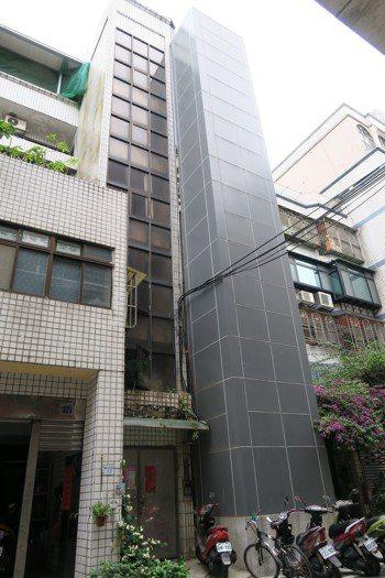 新北市目前老舊建物申請設置電梯以中永和、板橋居多。圖為蘆洲區光華段老舊公寓在10...