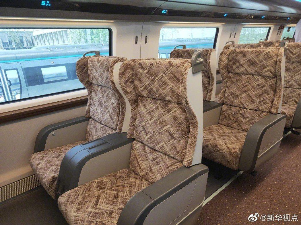 大陸高速磁浮列車的座艙座椅。(新華視點)
