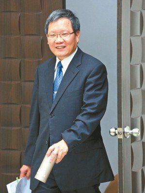 財政部長蘇建榮(圖)善用臉書與民眾溝通,小編「馬卡龍女孩」在5月報稅的貼心服務,...