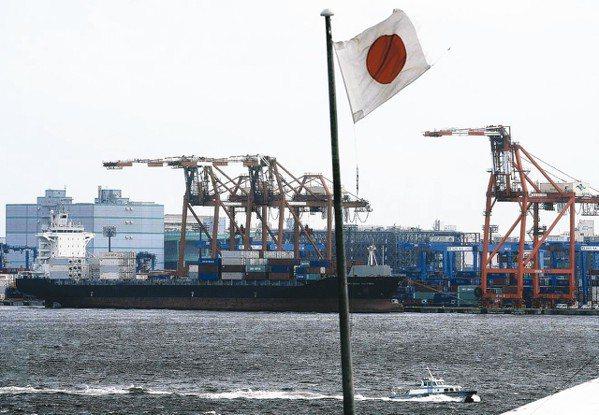 日本4月出口連五個月下滑。 美聯社