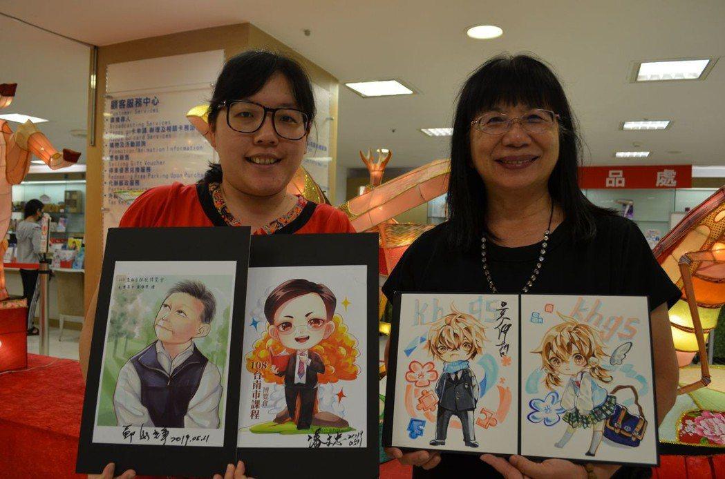 張淑霞校長與老師展示「似顏繪」作品。  陳慧明 攝影