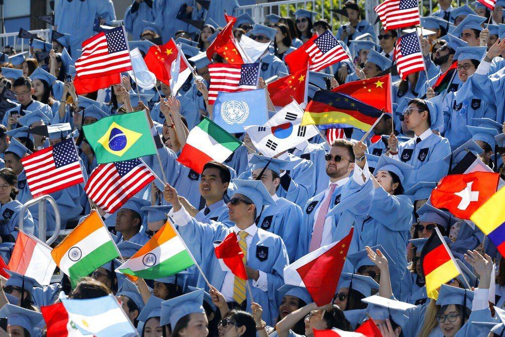 哥倫比亞大學於22日舉辦2019屆畢業典禮,超過1萬5000名畢業生完成學業、成...