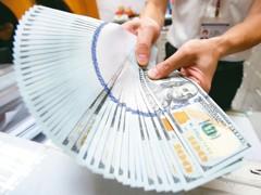 貿易戰衝擊股匯 台股萬點、台幣32關卡力守