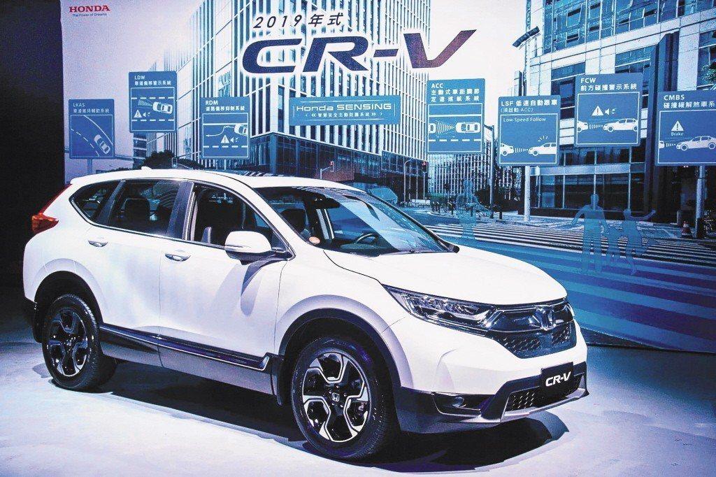 本田將召修2019年Honda CR-V運動休旅車,更換方向盤配線和輔助約束系統...