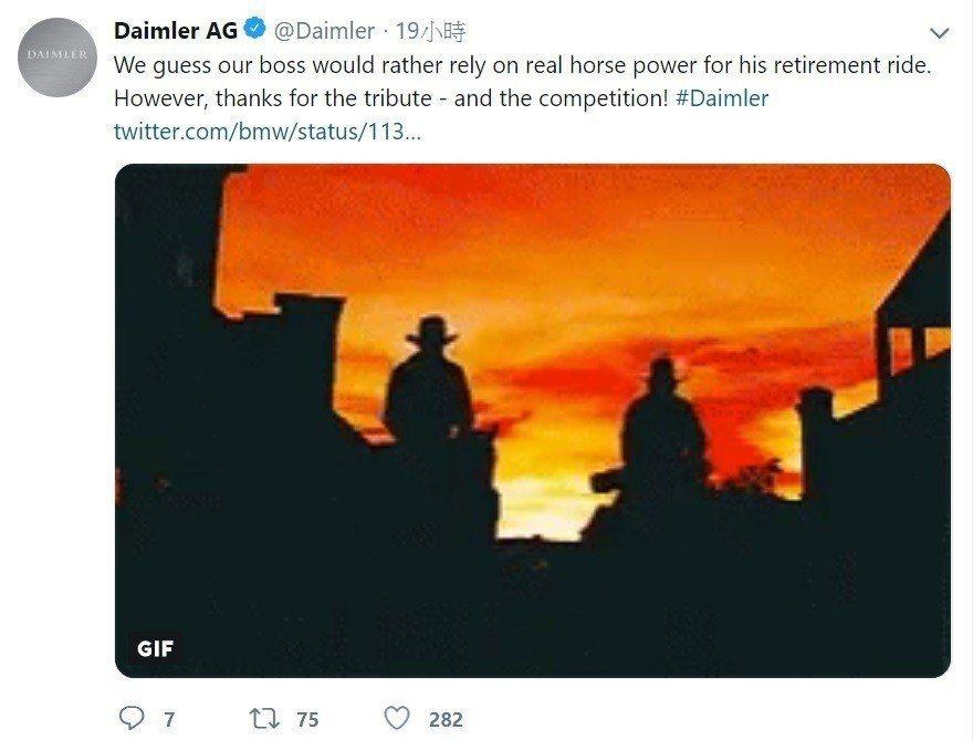 Daimler AG也隨即發布推特,表示我們老闆寧願騎馬也不會開寶馬(BMW)。...