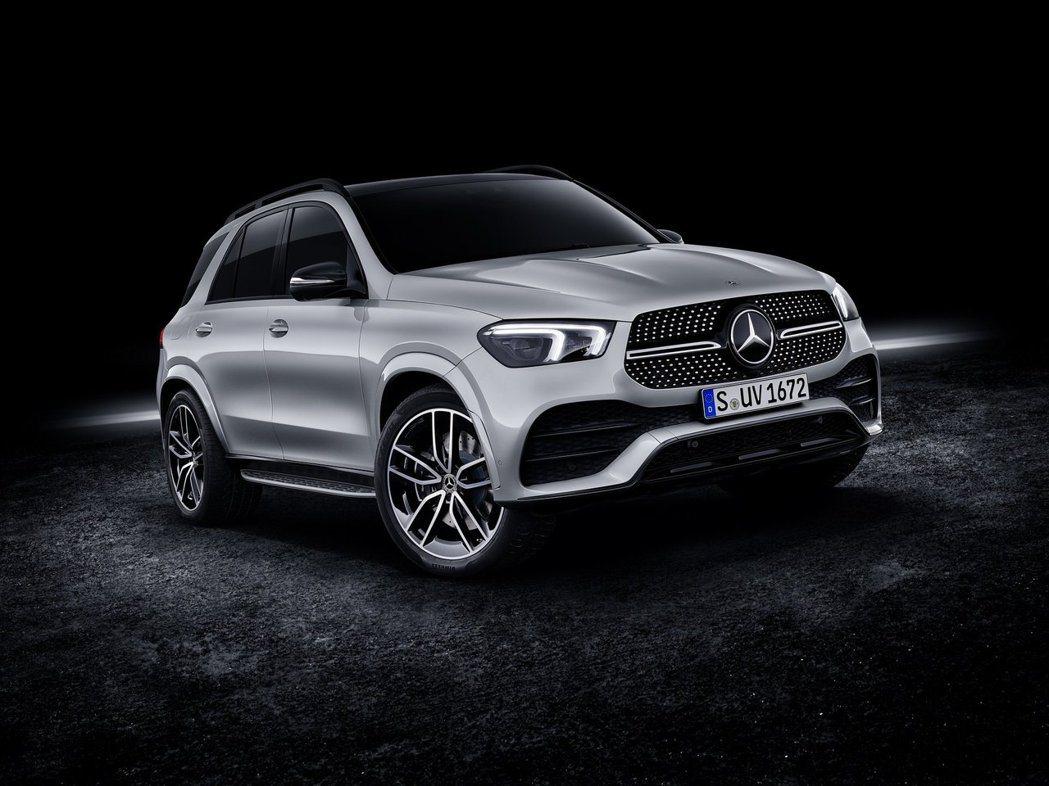 Mercedes-Benz發佈了全新搭載結合48V EQ Boost與V8引擎的...