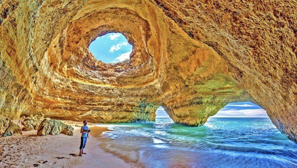 貝納吉爾海灘洞穴被公認是「世界16大各具特色的海蝕洞景點」之一。典藏旅遊/提供