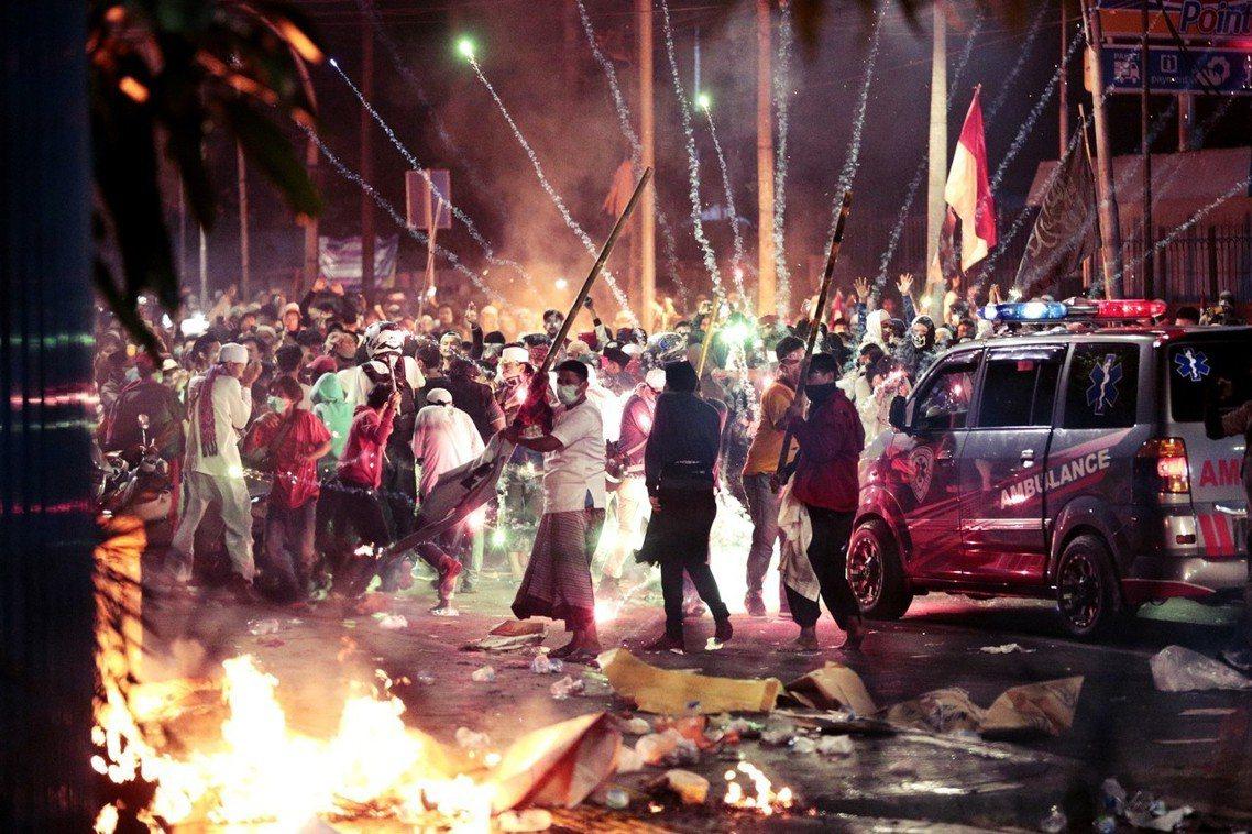 2019年「印尼總統大選」選舉結果公布後的第二夜,超過 1 萬名激動在野黨支持者...