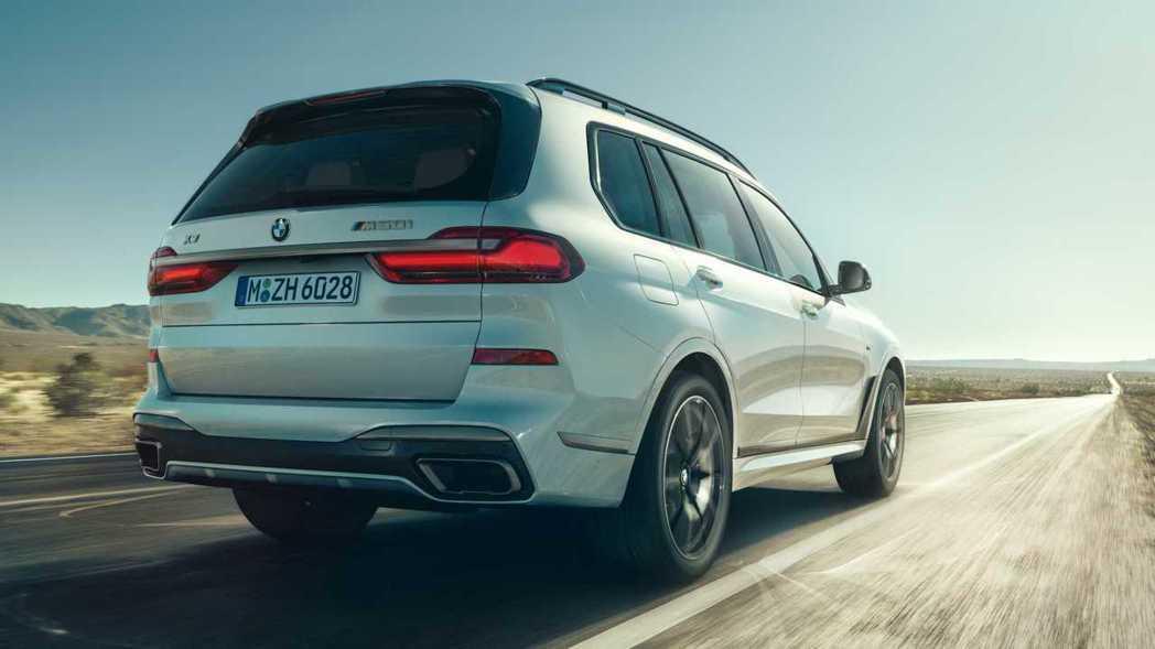 全新BMW X5 M50i與X7 M50i預計在今年秋季率先於北美發售。 摘自B...