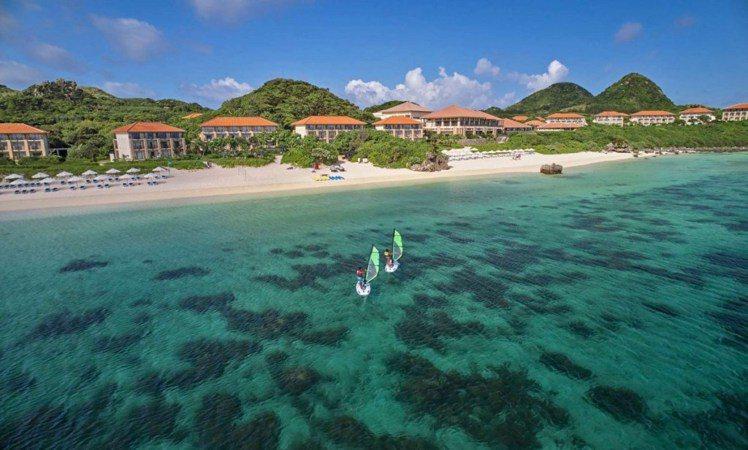 日本石垣島離台灣只需要 55 分鐘的航程就可以抵達,是距離台灣最近的海洋度假天堂...
