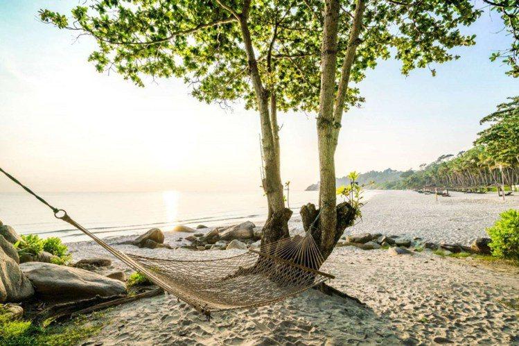 在民丹島上,擁有最美銀白沙灘和美不勝收的熱帶風情,被譽為「新加坡後花園」。圖/ ...