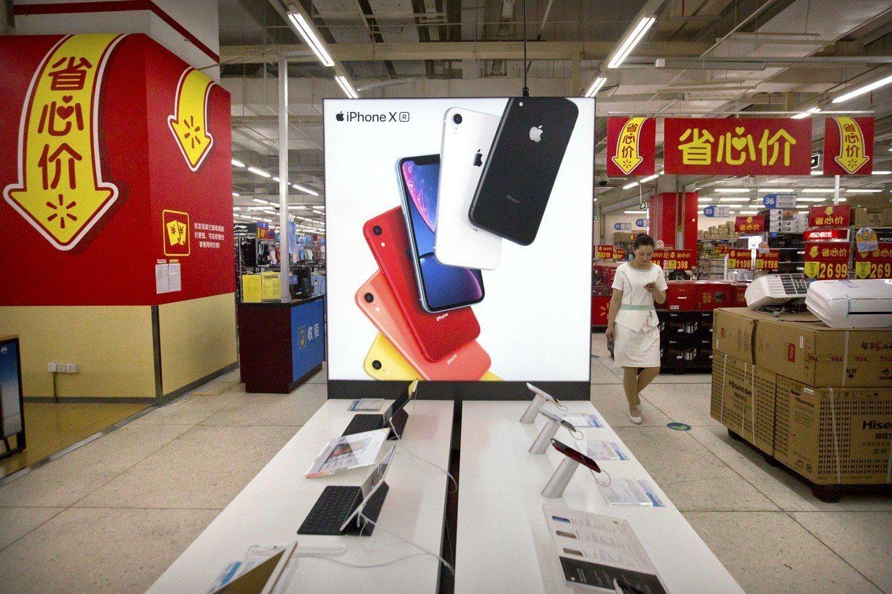 高盛分析師預測,若中國以禁止蘋果產品做為貿易戰報復美國的手段,將使蘋果獲利下滑近...