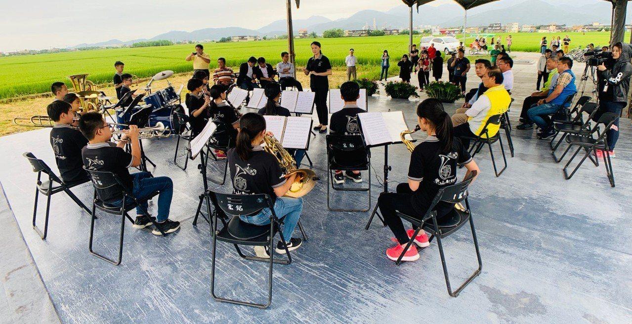 被稱為「宜蘭伯朗大道」的冬山鄉三奇稻間美徑,要辦稻浪音樂會,5月25日下午3點開...
