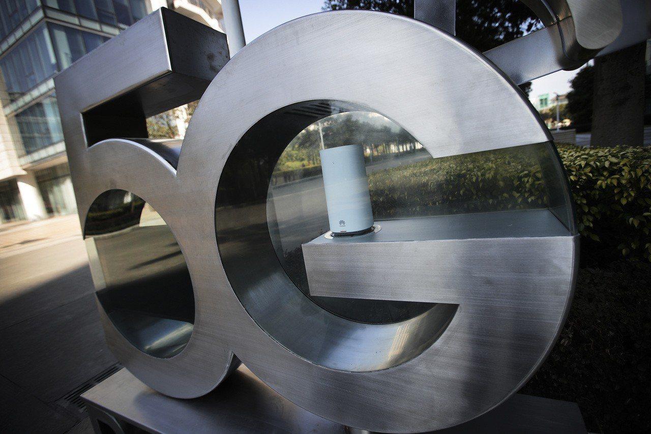 絕大多數日本企業表示,無意使用華為或其他外國公司所生產的5G行動網路。圖為華為將...