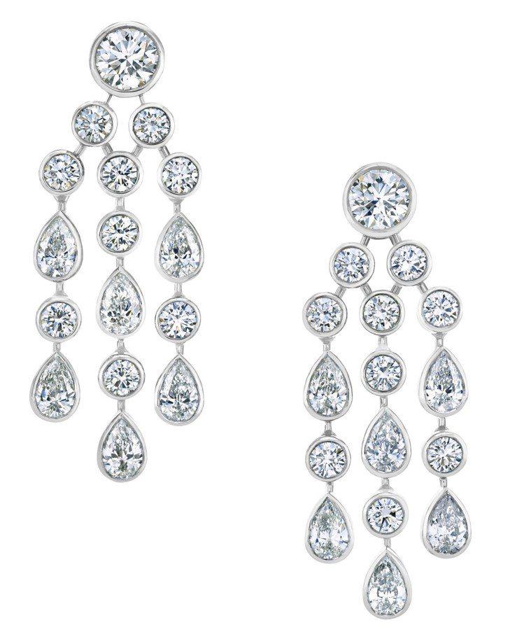 De Beers Celestia高級珠寶鑽石耳環,以圓形和梨形鑽石構成鑽石淚滴...