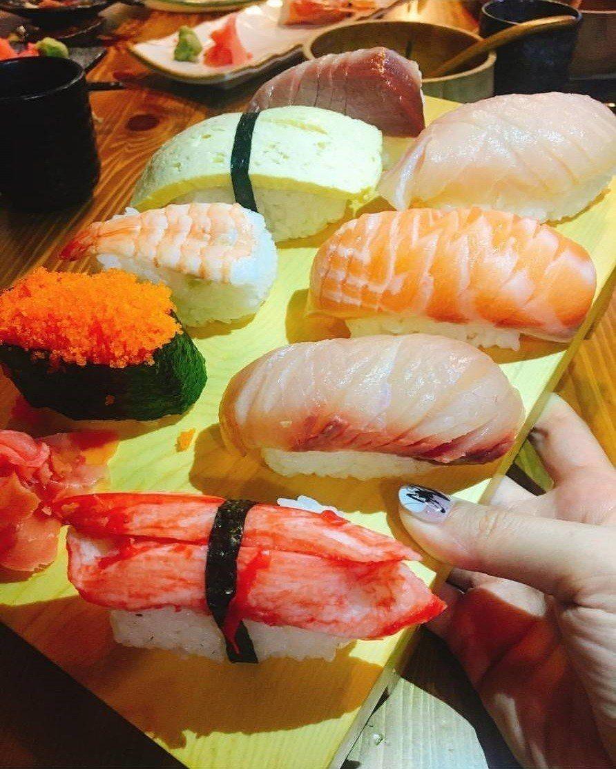 來客必點「坐一下吧」握壽司。IG @gisfoodie提供