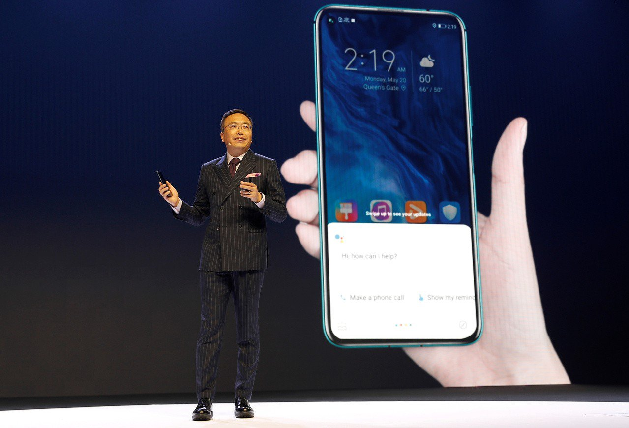華為21日在倫敦舉行的榮耀20手機發表會。 路透