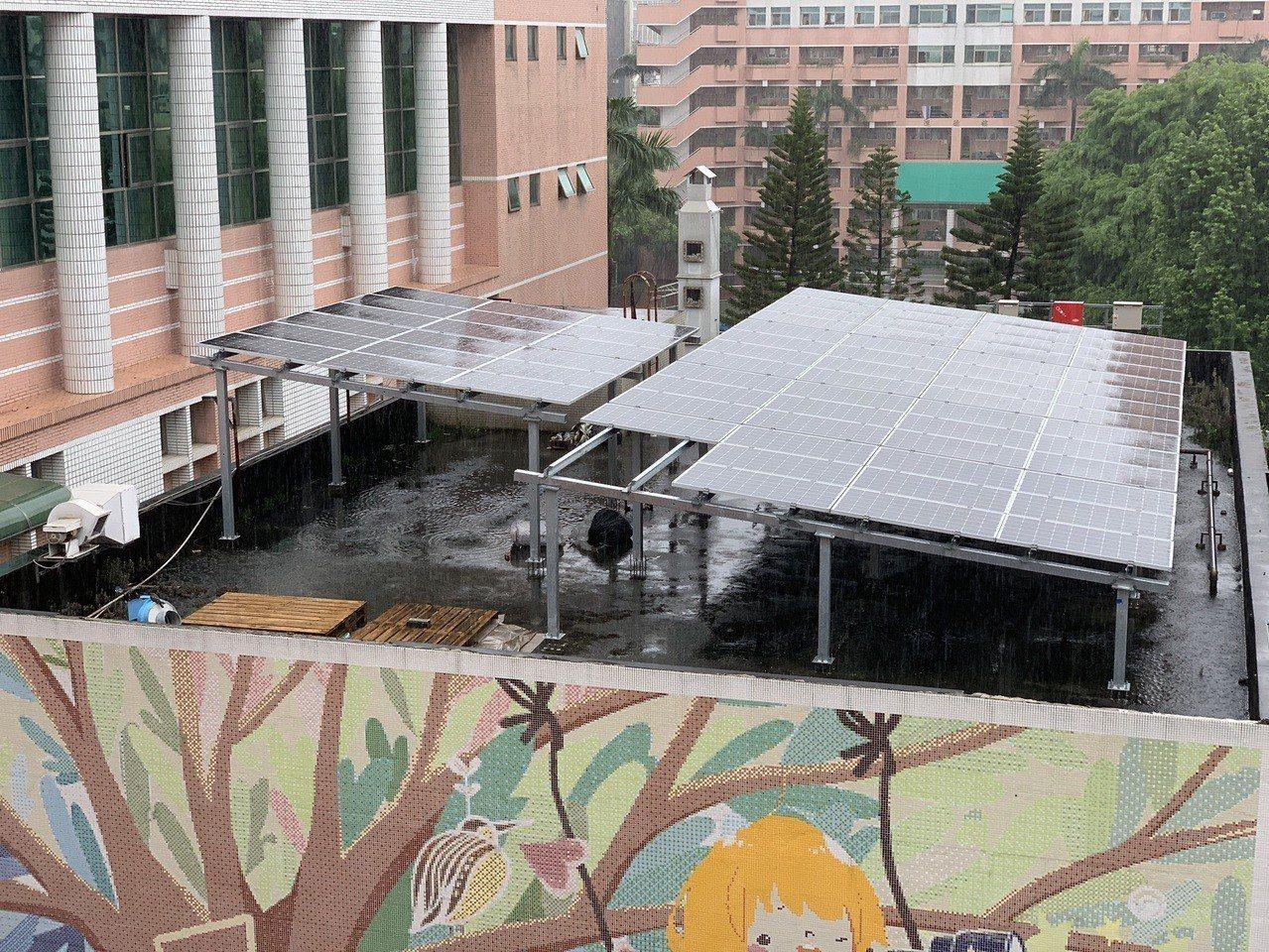 台中女中綜合大樓建置太陽能板,一期工程9成完工,目前二期工程進行中,疑似因此而導...