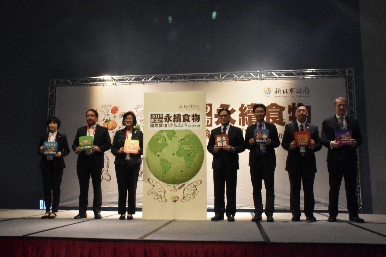 新北市政府在今天舉辦永續食物國際論壇,邀請新加坡、日本等駐台使節一同參與,今天在...